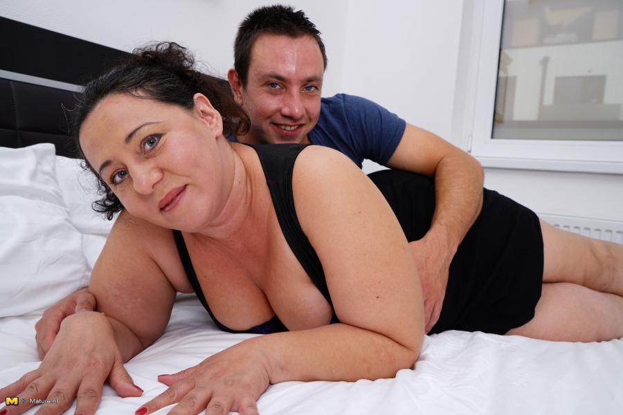 [Mature.nl / Mature.eu] Melany (44) - Big mature housewife fucking and sucking [15-12-30, BBW, Blowjob, Cum, Facial, Natural tits, 1080p]