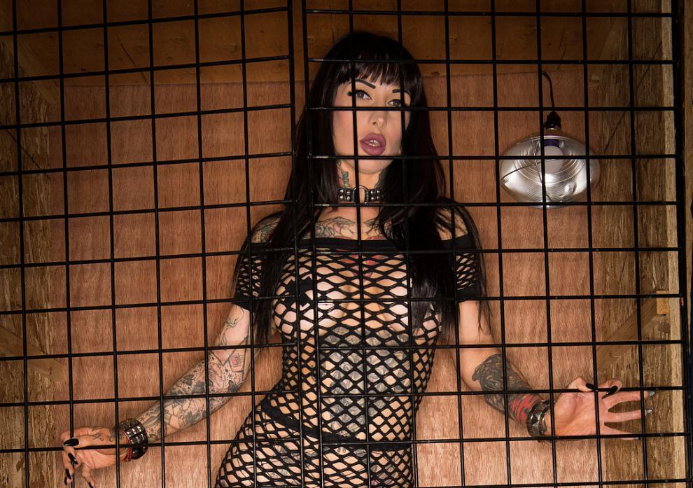 Jessie Lee Gets Caged (06.05.2019) [1080p]