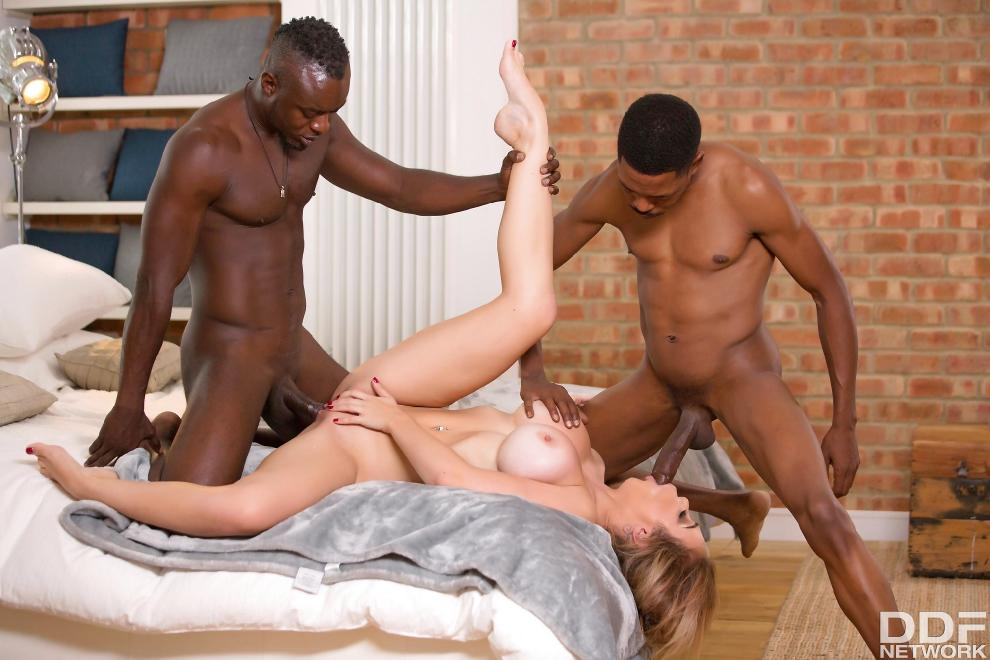 [HandsOnHardcore.com / DDFNetwork.com] Chessie Kay - Black Dicks Make Her Cum [10.05.2019 г., All Sex, Blowjob, Threesome, IR, Big Tits, 720p]